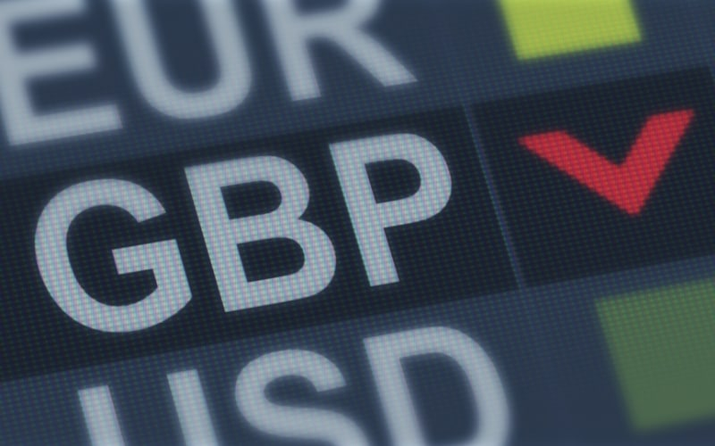 """Pound Falls Nearly 1.4% as Brexit Deal Talks Enter a """"Make-or-Break Moment"""""""