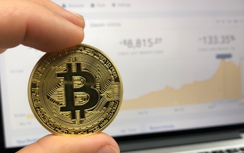 Bitcoin Posts 6% Gains, Could Unseat Dollar as Currency for International Trade
