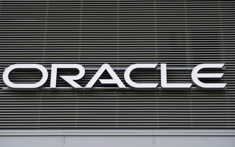 Weak Guidance Drags Oracle Shares 6%