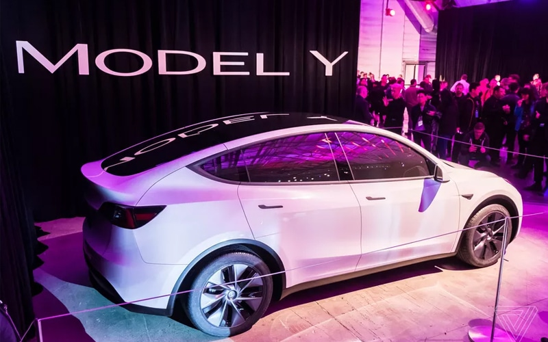 Tesla's Mid-Size SUV Opens Big In Chinese Market